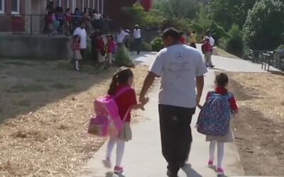¿Tiene hijos y podría estar en riesgo de deportación? Vea cómo debe mane...