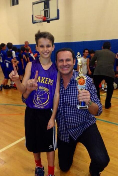 """""""¡Sigo emocionado! Aquí otra foto con el campeón. Saludos a todos los pa..."""