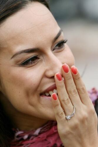 La emoción en el rostro de esta mujer sólo puede significar una cosa: Amor
