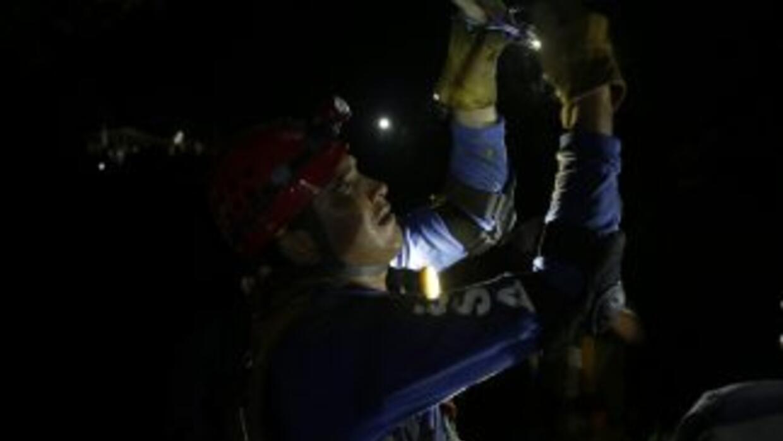 """Las condiciones en las que trabajan los equipos de socorro """"son verdader..."""