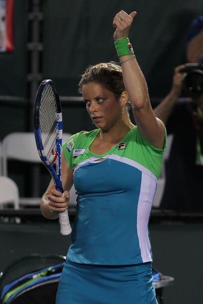 """Clijsters pidiendo un """"ray"""" de vuelta a casa al ser eliminada por Azarenka."""