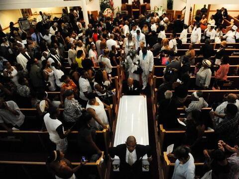 Familiares despidieron a Eric Garner, el hombre que murió bajo cu...