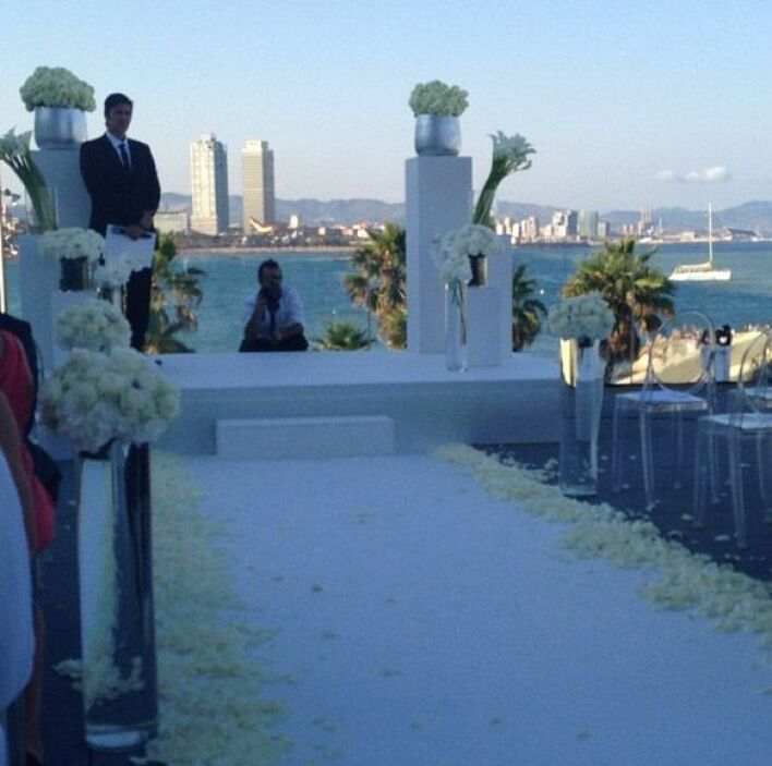 Las primeras fotos del altar y el pasillo que tendría que cruzar la novia.