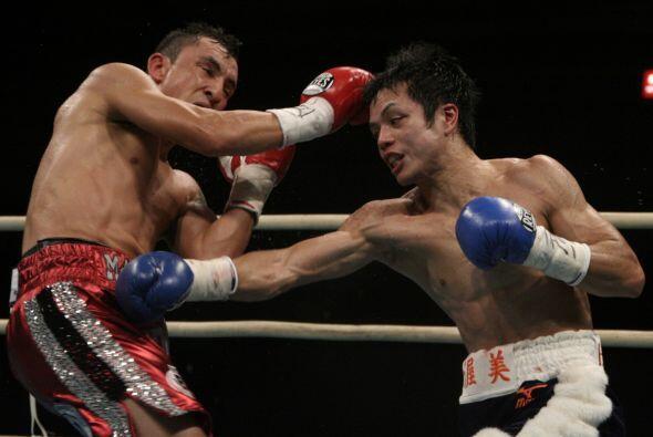 El japonés fue muy pasivo durante gran parte de la pelea, y sólo atacó e...