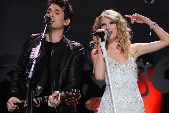 John, acostumbrado a hablar de sus relaciones y en detalle, con Taylor n...