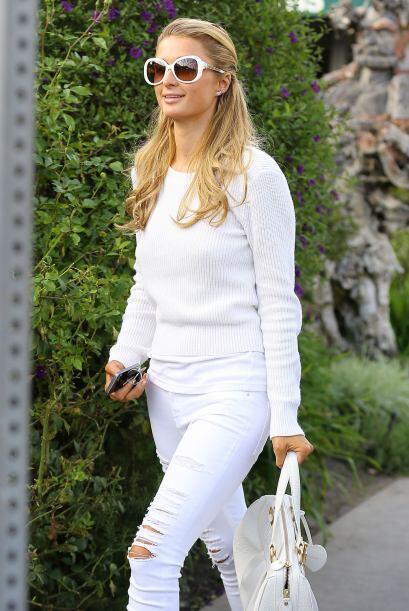 Paris Hilton nos deslumbró en blanco. Mira aquí más...