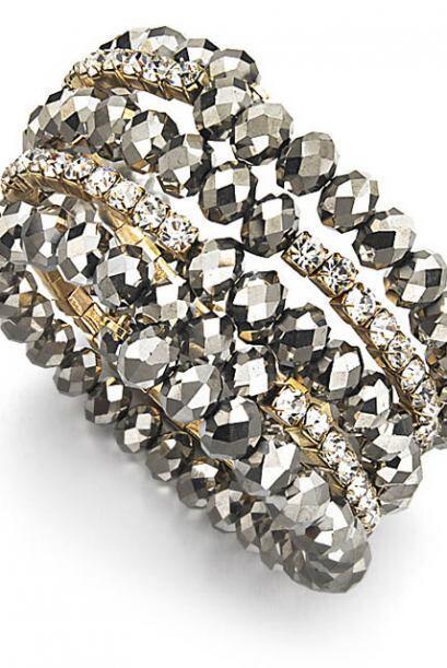 Los accesorios son un regalo infalible, el brazalete de hemalite de I.N....