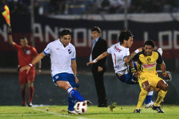 Nicolás Olivera tuvo una noche complicada, ya que los jugadores d...