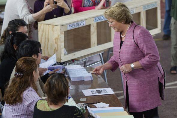 Bachelet es la favorita a ganar la contienda por la Presidencia con más...