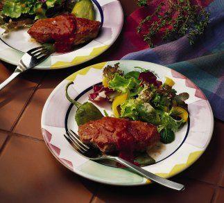 Puerco asado a la criolla y chiles: Condimentado con chiles y una salsa...
