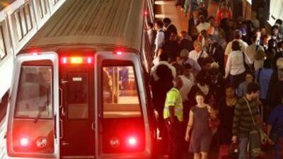 Unas 750,000 personas viajan a diario por las seis líneas de subterráneo...