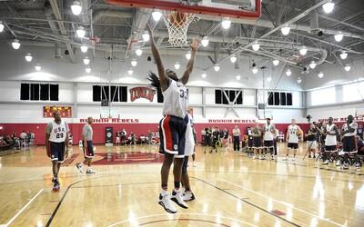 Las estrellas de la NBA comprometidas con el equipo nacional de balonce...