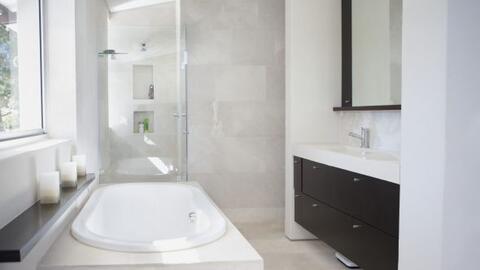 ¿Cansada de no tener suficiente espacio en tu baño? Con es...