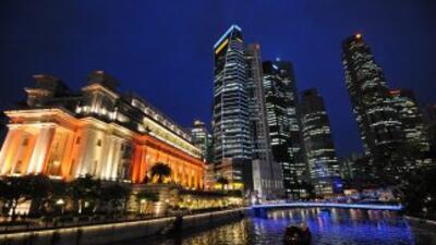 Singapur, que alguna vez se dio a conocer por detener a los que tiraran...