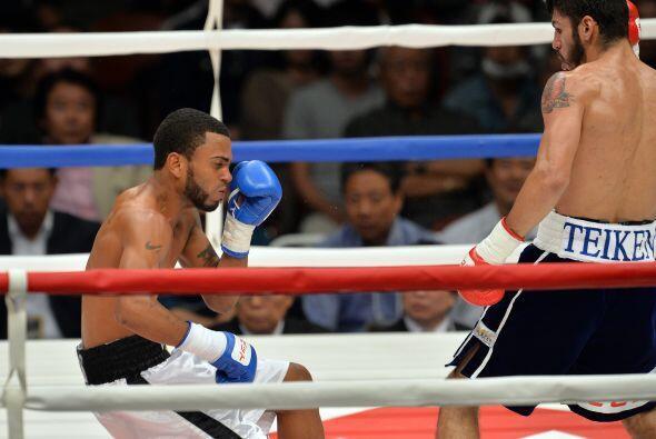 Un golpe al cuerpo de Jorge Linares dejó sin aire a Contreras y l...