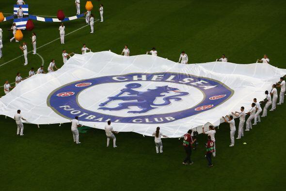 Se desplegaban las banderas de los dos finalistas. El partido ya estaba...