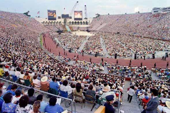 Estampa de la ceremonia oficiada en el Coliseo de Los Ángeles, el...