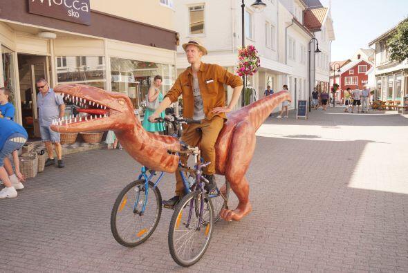Un hombre convirtió tres bicicletas en un velociraptor sorprenden...