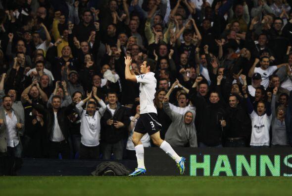 """Festejando con el publico de los """"Spurs""""."""
