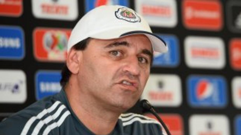 Carlos Bustos.