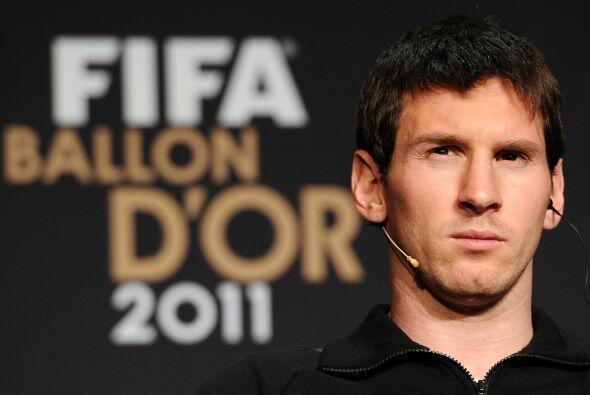Lionel se veía bastante serio, tal vez por saber la importancia de lo qu...