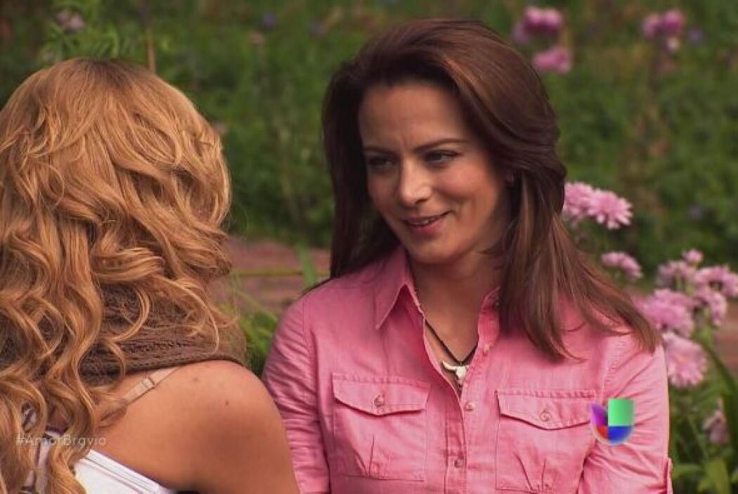 Camila le asegura a Viviana que saldrá adelante, debe aceptar que su amo...