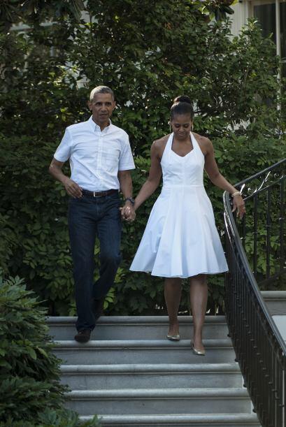 Utiliza un vestido corto en este tono para eventos informales, como Mich...
