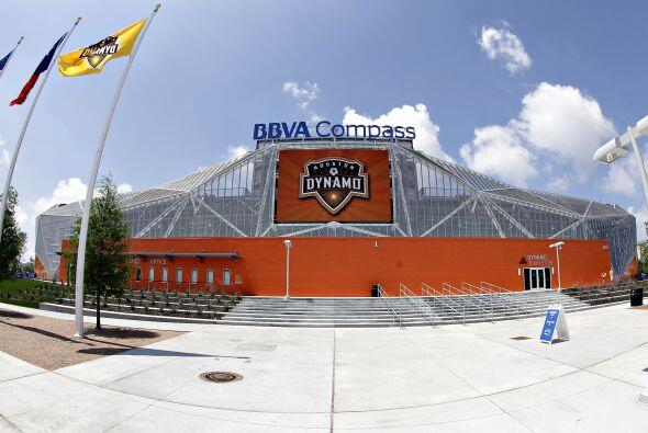 La casa del Dynamo abrió sus puertas esperando ese festejo.