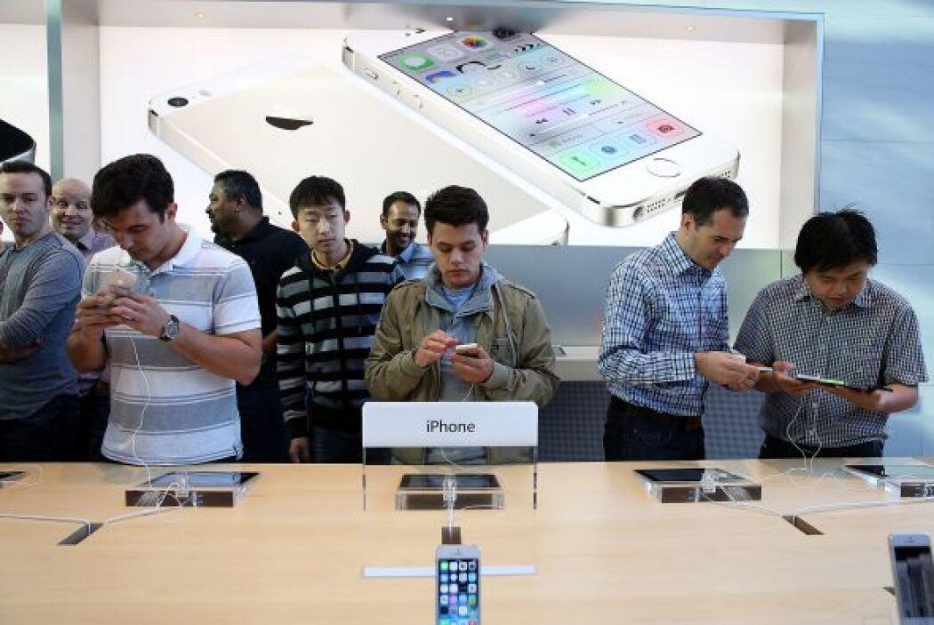 El iPhone 5, que incluye novedades respecto a su predecesor como una pan...