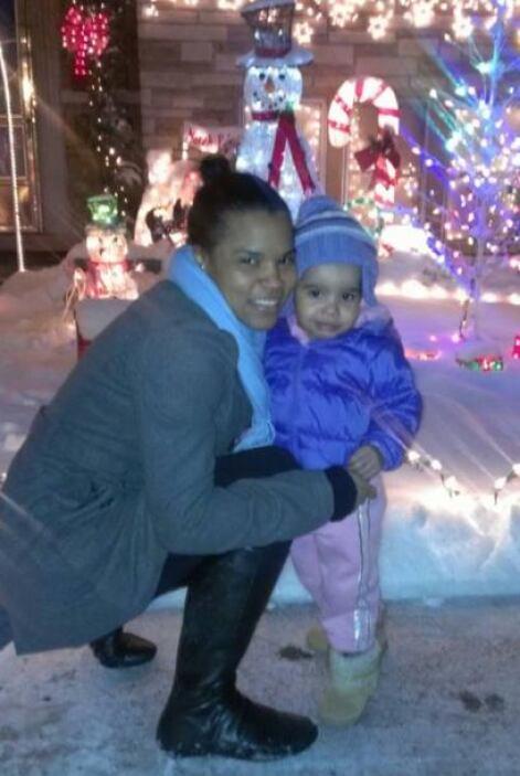 Yaima Santana junto a su pequeña.