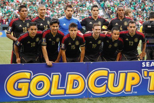 El resto del partido fue mero trámite para México, donde se jugó con la...