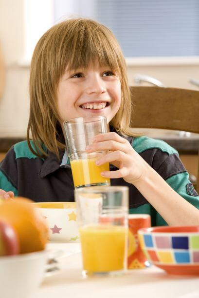 Frutas como la naranja son indispensables, pues es una fruta que aporta...