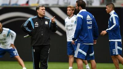 Gerardo Martino durante una práctica con la Albiceleste.