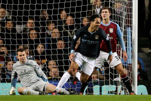 El defensor del City envió la pelota al fondo de las redes rivales.