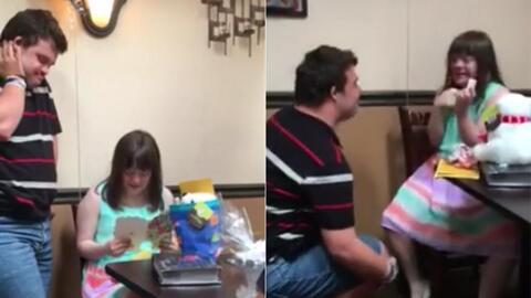 Una chica con síndrome de Down recibe un anillo de compromiso y su reacc...