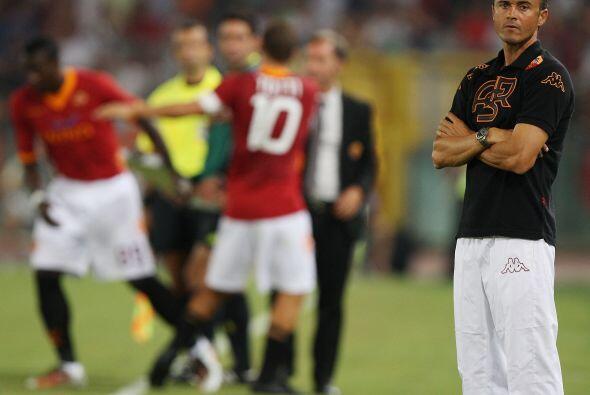 Luis Enrique, técnico de los italianos, sacó al capitán Francesco Totti.
