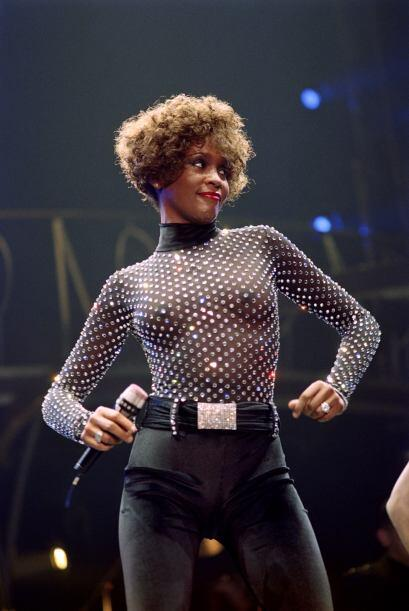 Antes de dedicarse al mundo de la música, Whitney entró al mundo de la m...