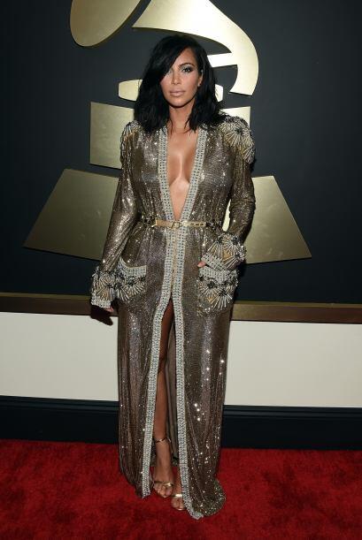 El vestido de Kim Kardashian parecí más bien una bata de b...