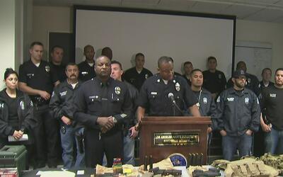La policía de Los Ángeles dio un duro golpe a las pandillas en un operativo