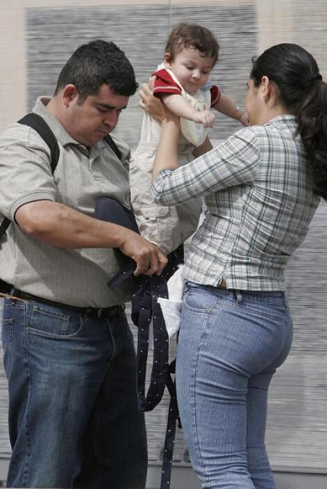 Más de la mitad de los 10.2 millones de latinos elegibles y sin seguro d...