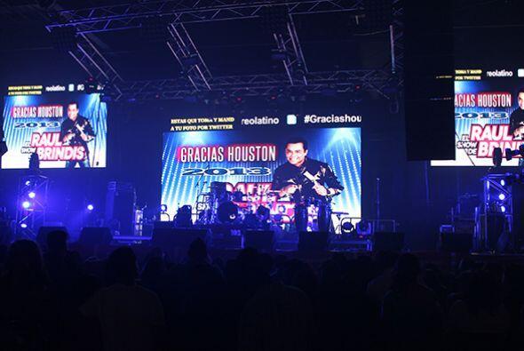 La agrupación tejana fue la encargada de abrir el escenario e iniciar la...