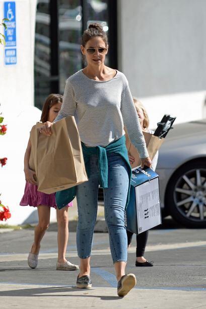 Captamos a la actriz de 35 años muy relajada en sus 'cropped jean...