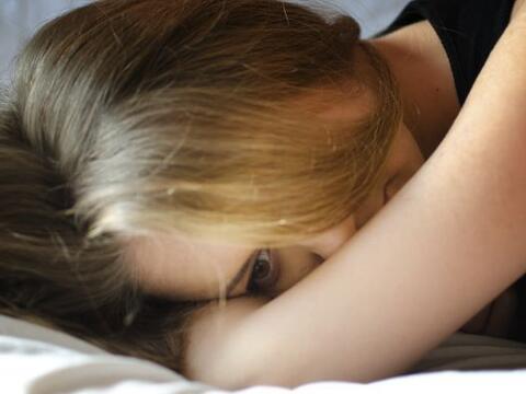 Para las mujeres, la falta de deseo sexual puede ser un problema grave,...