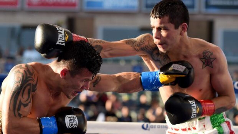 Moises Florez se impuso en una buena pelea a Oscar Escandón.