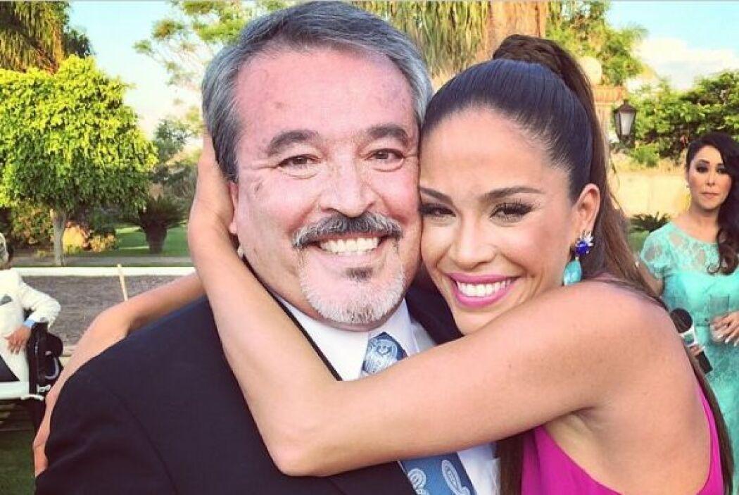 Karla Martínez con su querido padre y ahora también suegro de Ana Patric...