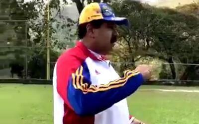 Presidente Maduro juega béisbol mientras ciudadanos preparan para este l...