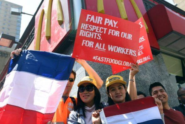 Las protestas de los trabajadores del sector de comida rápida en Estados...