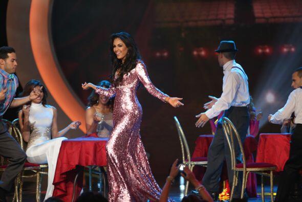 El cantante quedó maravillado al estar rodeado de tanta belleza latina.