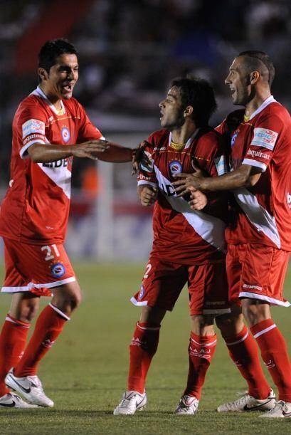 Un gol del delantero Franco Niell (centro) en el minuto 21 le bastó al '...