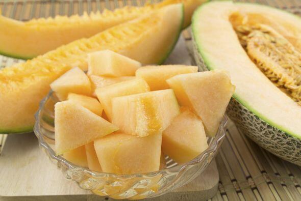 Por ejemplo, el melón es rico en vitaminas y es perfecto para ayudar a s...